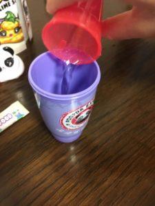 プープシースライムサプライズ スライムの作り方 水を入れる
